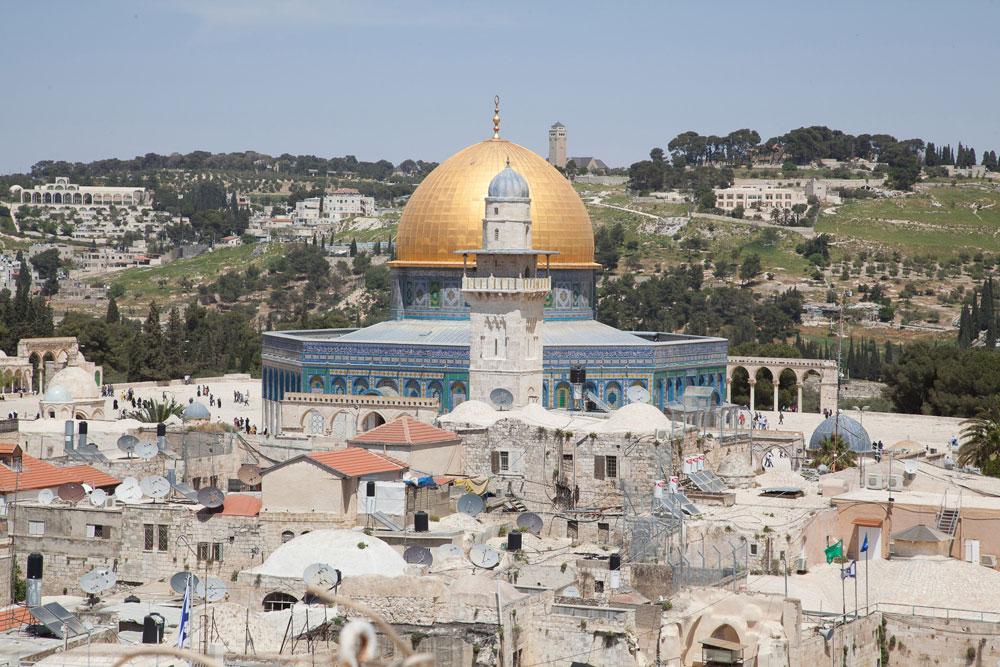 הר הבית נשקף מגג הבית הקטן, 70 מ''ר שטחו בסך הכל, שנמצא ברובע היהודי בירושלים. המבט הפנורמי פתוח לכל הצדדים (צפו בסרטון) (צילום: טל נסים)