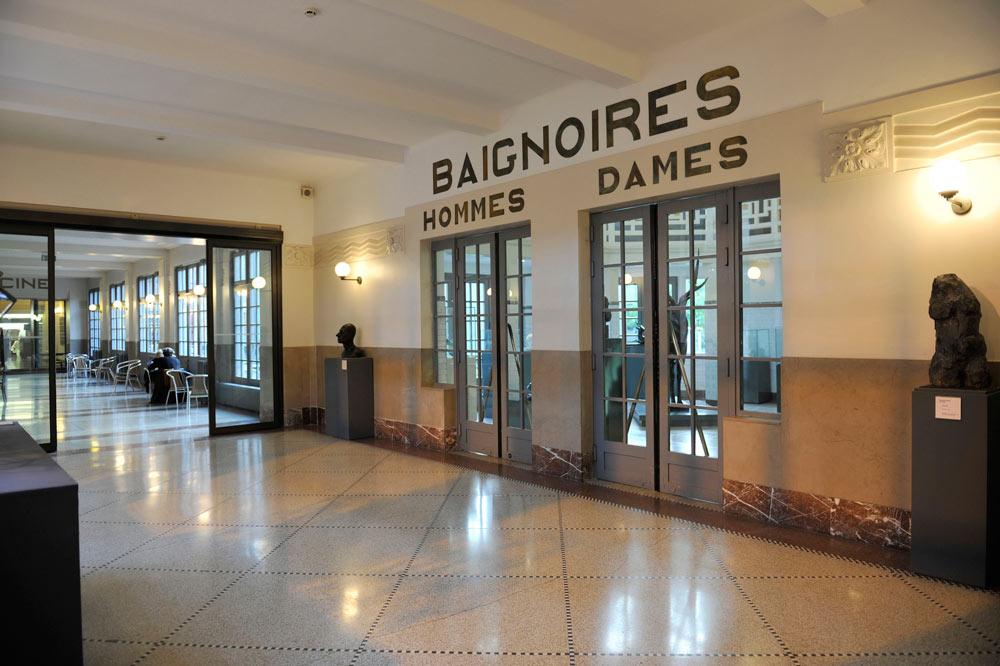 במשך כ-50 שנה התרחצו כאן התושבים, בזכות ראש עירייה שהורה להקים את הבריכה הציבורית היפה ביותר במדינה (צילום: Alain Leprince/musée La PIscine 2012)