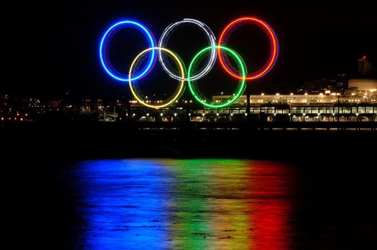 הטבעות האולימפיות, סמל למורשת אנושית בת אלפי שנים באולימפיאדת החורף בוונקובר (צילום: Shutterstock)
