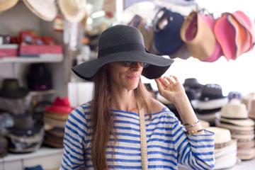 כובע רחב שוליים, 40 שקל, דוכן הכובעים בשינקין-אלנבי (צילום: ערן סלם)
