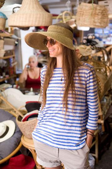רהיטי במבוק. הכובע הנבחר: מצחייה עצומה מקש (צילום: ערן סלם )