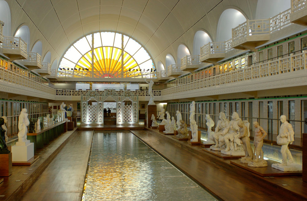 הבריכה נבנתה בשנות ה-20 של המאה שעברה ונסגרה ב-1985 בגלל בעיות בטיחות. אחרי 10 שנים שעמדה ריקה, הוחלט לעשות מעשה (צילום: Alain Leprince/musée La PIscine 2012)