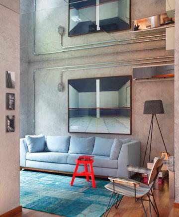 טיפ 9: מראה על התקרה מכפילה את החלל. דירה ברזילאית מתוך הבלוג של צביה קגן (באדיבות Studio Guilherme Torres)