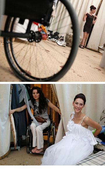 ההכנות מאחורי הקלעים לתצוגת האופנה בקייב (צילום: רויטרס)