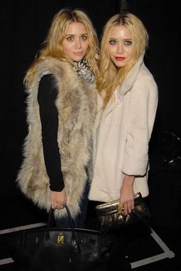 האחיות מרי קייט ואשלי אולסן. לובשות פרווה ומשתמשות בה כמעצבות אופנה (צילום: gettyimages)