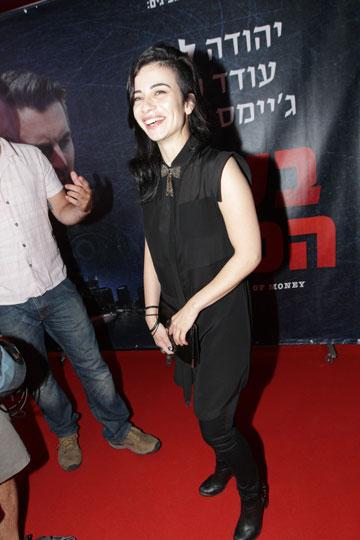 נינט טייב. ''הלבשתי אותה לפרמיירה של יהודה לוי בטוניקה שחורה מעט שקופה וסקיני ג'ינס''  (צילום: רפי דלויה)
