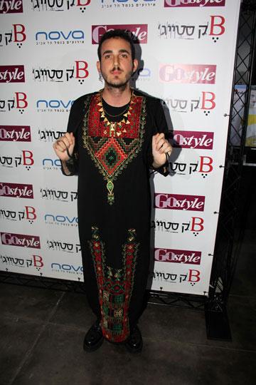 עידן לרוס באירוע של מגזין GOstyle. ''אם לא היה כאן חם מדי הייתי לובש גלימות של נזיר'' (צילום: מירב בן לולו)