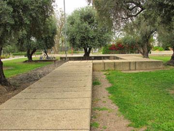 גן הזיכרון באשדות יעקב איחוד (צילום: מיכאל יעקובסון)