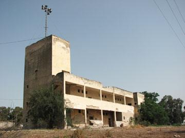 בסגנון הבינלאומי. מבנה הביטחון של בית יוסף (צילום: מיכאל יעקובסון)