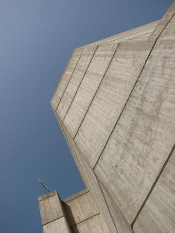 ברוטליזם על גבול ירדן. מרכז התרבות הנטוש בירדנה (צילום: מיכאל יעקובסון)