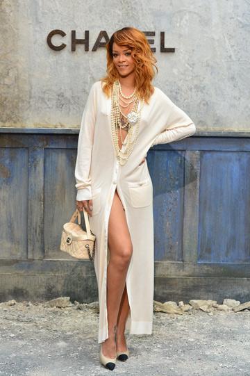 גם היא מעריצה. ריהאנה לפני התצוגה של שאנל בשבוע ההוט קוטור 2013 (צילום: gettyimages)