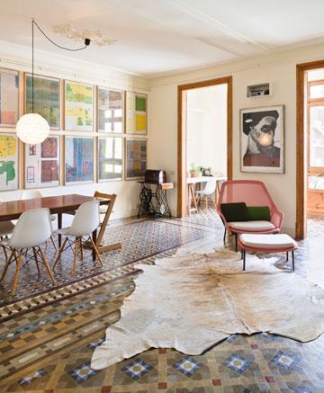 טיפ 9: קיר דומיננטי (וגם רצפה דומיננטית) יוצרים עניין ועומק. דירה ספרדית מתוך הבלוג של צביה קגן (צילום: Tiia Ettala)
