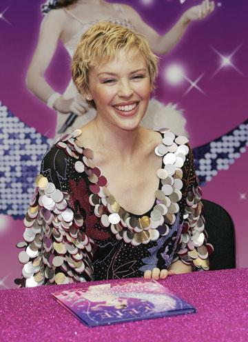 קיילי מינוג ב-2006. מתאוששת מכימותרפיה (צילום: gettyimages)
