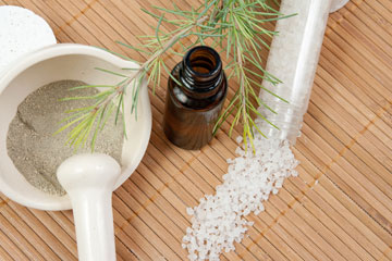 לטיפול בעקיצות יתוש: חמר ירוק עם כמה טיפות שמן אתרי לבנדר (צילום: shutterstock)