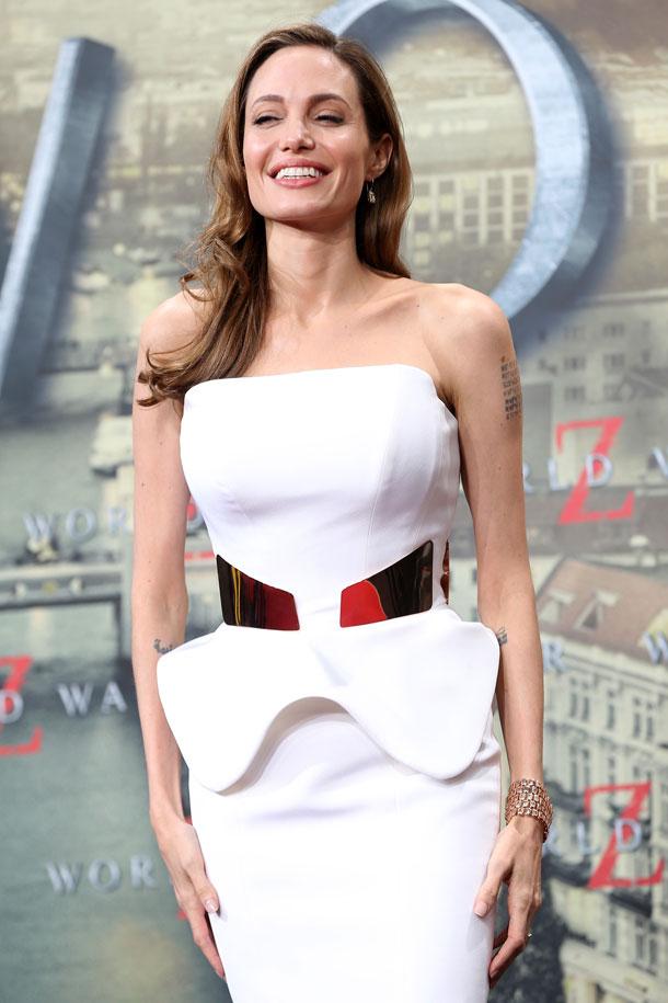 """""""היא שוקלת היום פחות מאשר בגיל 16"""". ג'ולי בברלין, 5 ביוני 2013 (צילום: gettyimages)"""