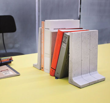 מחזיק ספרים בהשראת גדר ההפרדה. סטודיו דרום (באדיבות פרוייקט פלטפורם, צילום: סטודיו דרום)