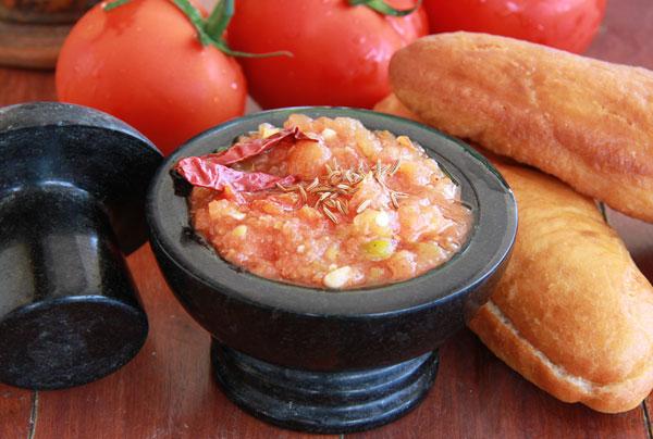 סלט עגבניות ופלפלים (צילום: אסנת לסטר)