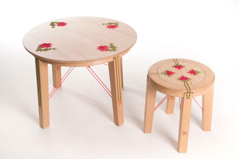רקמה ''מחזיקה'' את הכסאות של דניאל אייבר. המלים ''עיצוב תעשייתי'' מתפרשות אצל כל סטודנט לכיוונים שמעניינים אותו באמת (צילום: שלהבת אדוה)