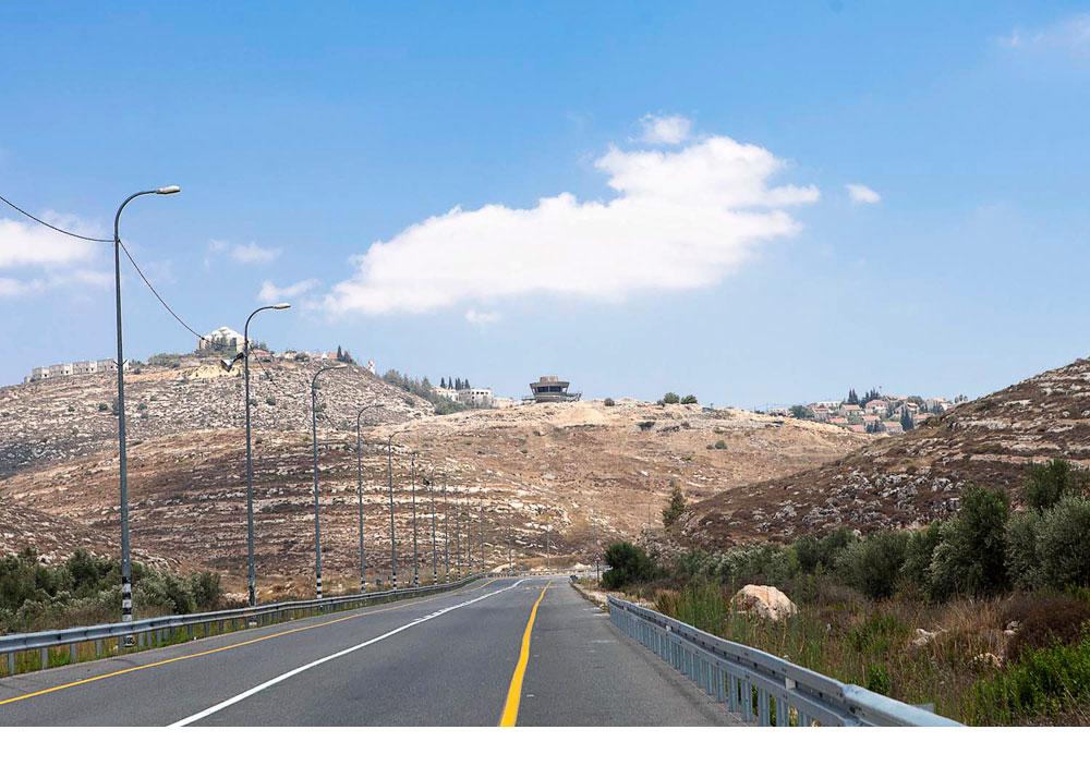 50 דקות נסיעה מובילות מתל אביב לגבעה שעליה נישא מרכז המבקרים החדש של שילה הקדומה, בין כפרים פלסטיניים להתנחלויות יהודיות (צילום: איל תגר)