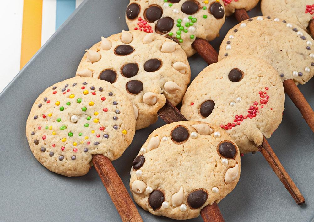 עוגיות על מקל (צילום: כפיר חרבי, סגנון: דריה קרגולה)