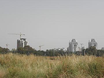 פרוור ישראלי. יעמוד במרכז התערוכה (צילום: קרן יעלה גולן)
