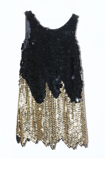 """שמלת פאייטים שחורה עם כוכבי זהב, מנוש. """"גנבתי מאמא שלי"""" (צילום: אורית פניני)"""