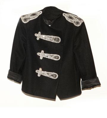 """""""סוג של מחווה למייקל ג'קסון"""". ז'קט שחור עם רקמה בסגנון באנד, Alice & Oliva (צילום: אורית פניני)"""