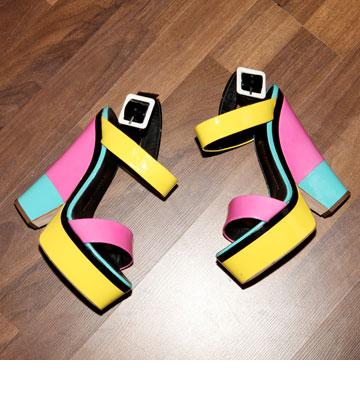"""נעלי פלטפורמה, ג'וזפה זנוטי. """"אין לי בעיה לטפס כל כך גבוה"""" (צילום: אורית פניני)"""