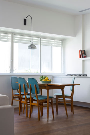 חלון גדול מכניס אור למטבח (צילום: שי אפשטיין)