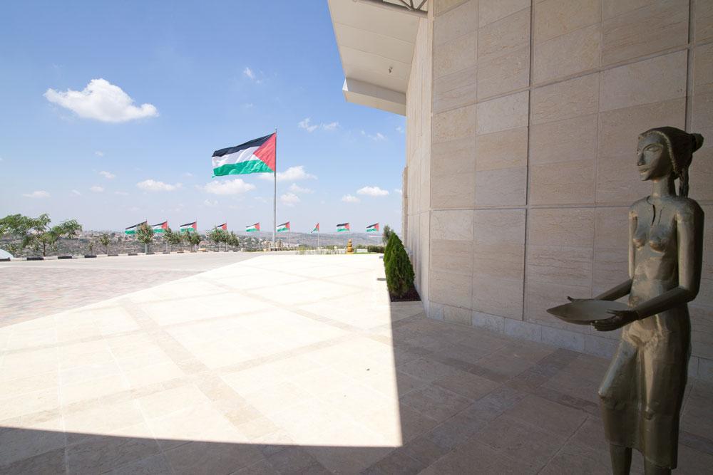 מי שחושב שקבלנים ישראלים הביאו את המיתוג לשיאים חדשים מוזמן לבחון את עצמו מחדש: מרכז המבקרים של רוואבי עומד בסטנדרטים גבוהים הרבה יותר (צילום: דור נבו)