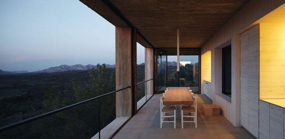 החדרים צופים על נוף הררי ויש אפשרות לפתוח לחלוטין את כל החלונות בהם, כדי שיהפכו למרפסות באוויר הפתוח (Photo: Cristobal Palma, Courtesy of Architecture de Collection)