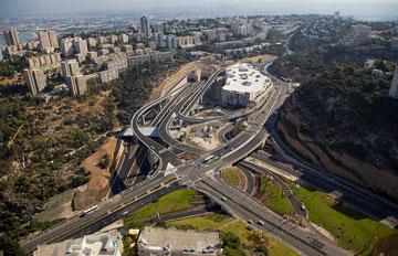 הכביש החדש. פעם היו כאן עצים (צילום: Albatros Aerial Perspective, cc)