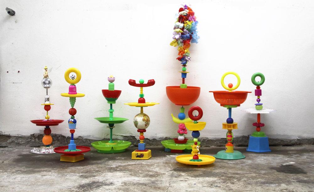 הקערות של טל טנא צ'צ'קס עשויות מכלי פלסטיק וצעצועים ישנים (צילום: טל טנא צ'צ'קס)