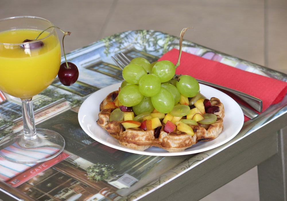 וופל בלגי עם פירות העונה (צילום: גלי לופו-אלטרץ )