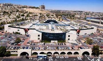 הרחוב הראשי מת, עזריאלי העביר את כולם לקניון. מלחה, ירושלים (צילום: יח''צ עזריאלי)