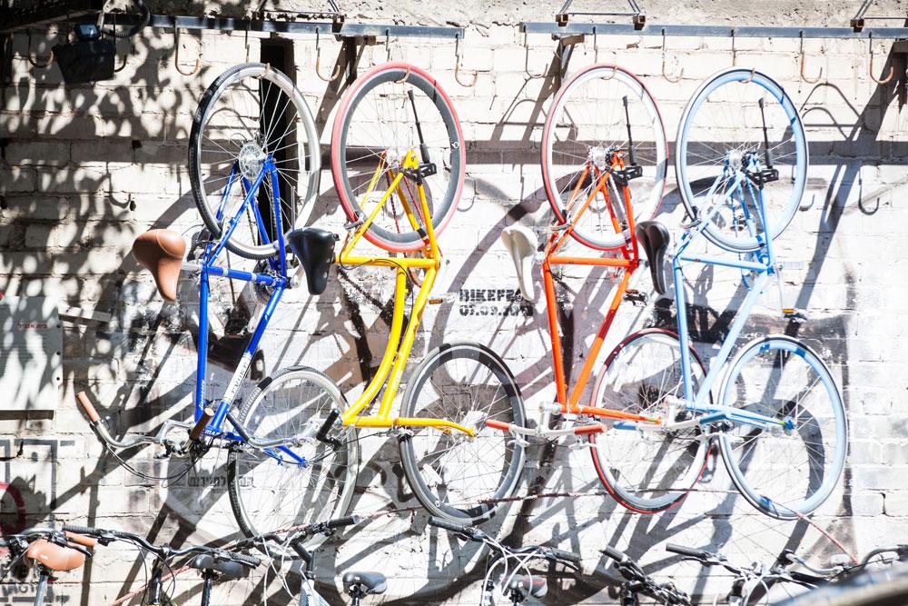 כל תל אביבי רוצה אופניים. המהפכה בעיצומה, גם האופניים החשמליים תפסו תאוצה, ובסך הכל מדובר בתופעה מבורכת ואקולוגית (צילום: דור נבו)