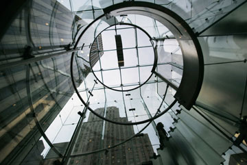 האור חודר מהתקרה של הקובייה  (צילום: gettyimages)