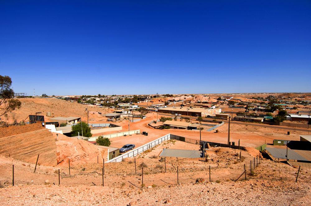 גם כאן נמצאים מתחת לאדמה, אך לא רק התלמידים אלא כל היישוב. עיירת הכורים קובר פידי באוסטרליה מתחבאת מתחת לקרקע (צילום: shutterstock)