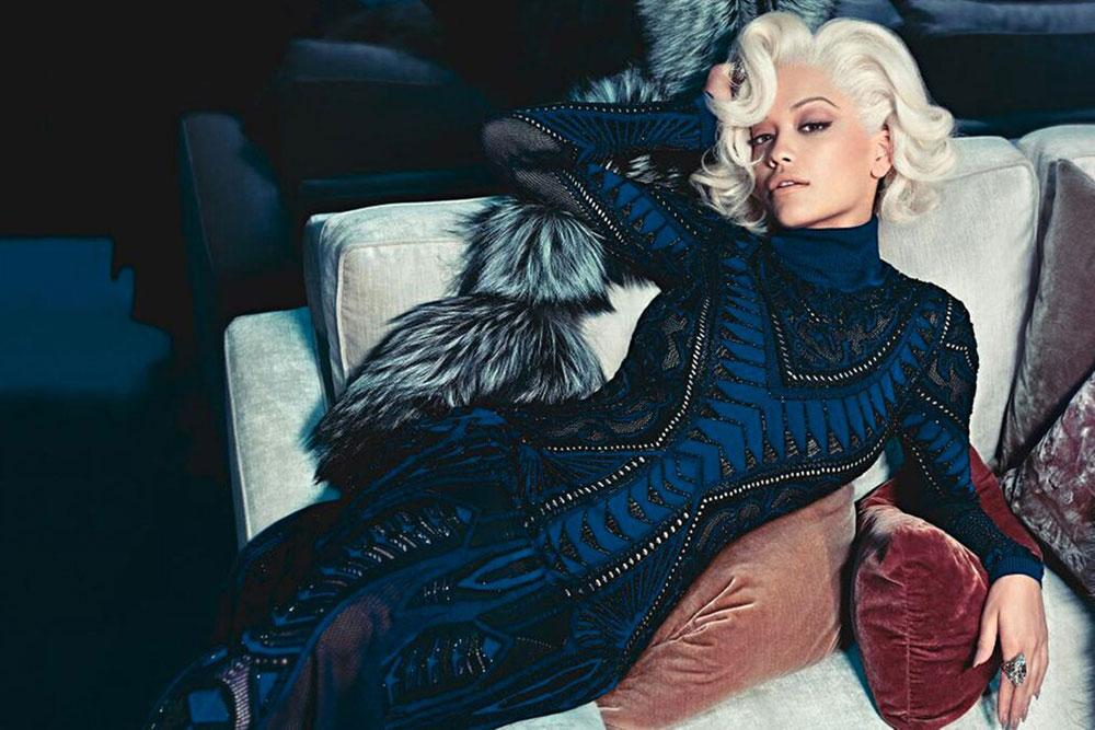 אחת הדמויות הלוהטות של העונה בעולם האופנה. ריטה אורה בקמפיין של רוברטו קוואלי