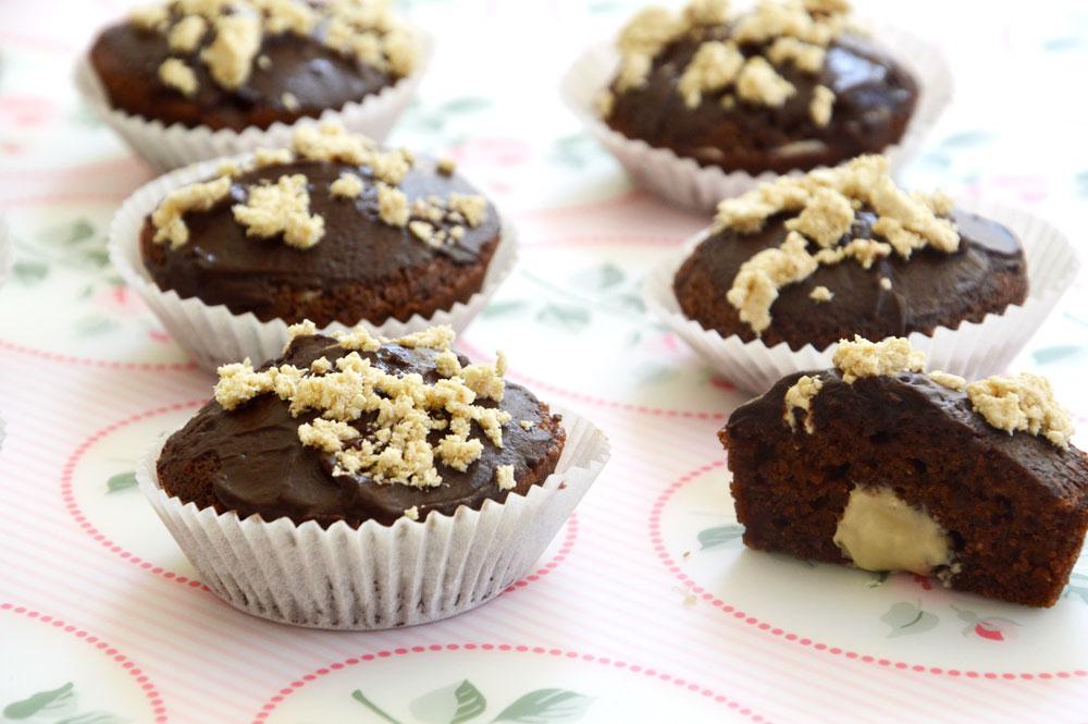 מאפינס שוקולד ממולאים (צילום: אפרת סיאצ'י)