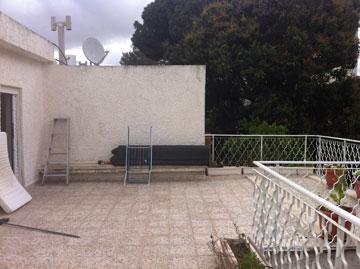 """המרפסת """"לפני"""". חדר ההורים תופס כיום חלק גדול ממנה"""