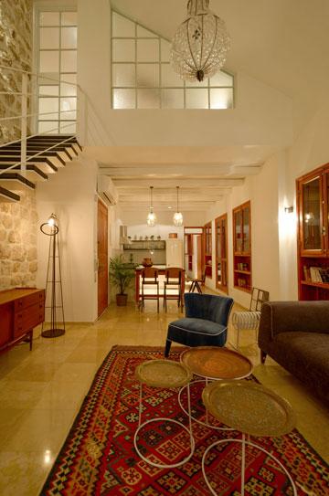 המעצבים פתחו את הקומה השנייה, שנאטמה על ידי הבעלים הקודמים, ותיכננו אותה מחדש (באדיבות סטודיו Other:wise)