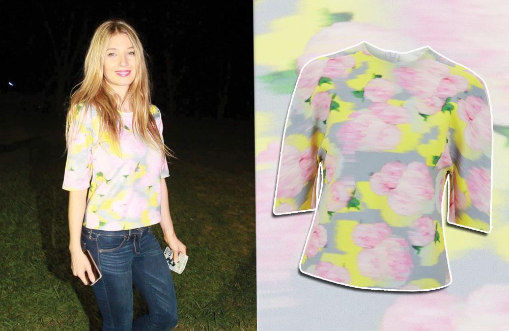 פרח בדשא. עדי הימלבלוי בחולצה של טופשופ (299 שקל)   (צילום עדי הימלבלוי: סיון פרג')
