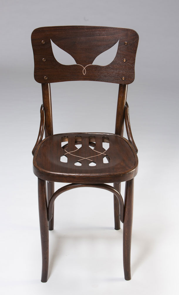 ''כיסא הצל''. ואריאציה על כיסא מוכר (צילום: עודד אנטמן)
