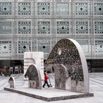 פרשנות מודרנית לתבניות העתיקות. המכון לחקר העולם הערבי, פריז (צילום: Franck Vervial's, cc)