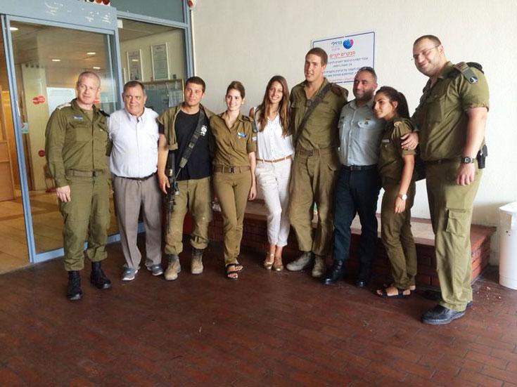 """דורון מטלון עם חיילים בביה""""ח באשקלון"""