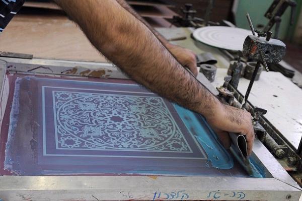 יצירות אומנות הנמכרות מהסטודיו בקיבוץ געתון לכל העולם (צילום: עמיקם חורש, באדיבות אוצרות הגליל)