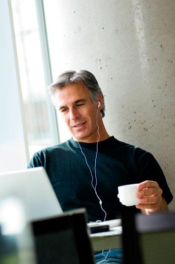 האזינו למוזיקה שאתם אוהבים (צילום: thinkstock)