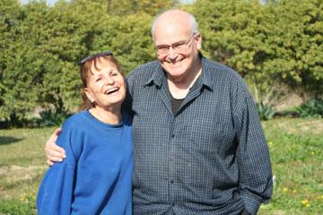 """צמרת ובן זוגה ניסן ארנברג. """"ממחסום ג'למה לרמב""""ם"""" (צילום: אילן שריף)"""