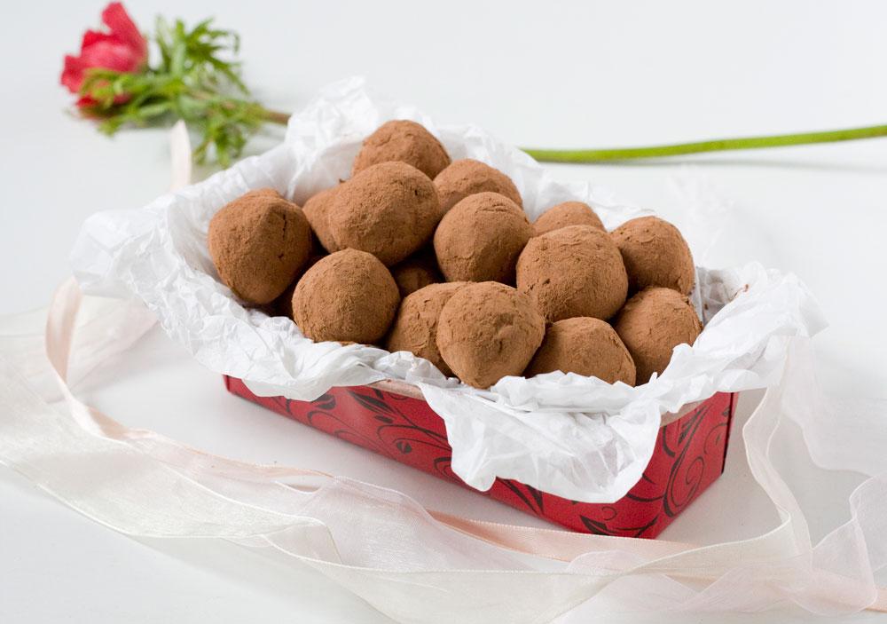 הערמונים תורמים גם למרקם. טראפלס שוקולד-ערמונים (צילום: אולגה טוכשר)